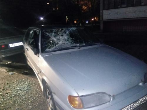 Не шуми и живи. В Копейске разъяренный житель расстрелял машину с любителями громкой музыки