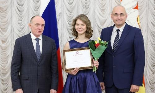 Деньги за интеллект. Школьники из Челябинска и других территорий получили дипломы и премии