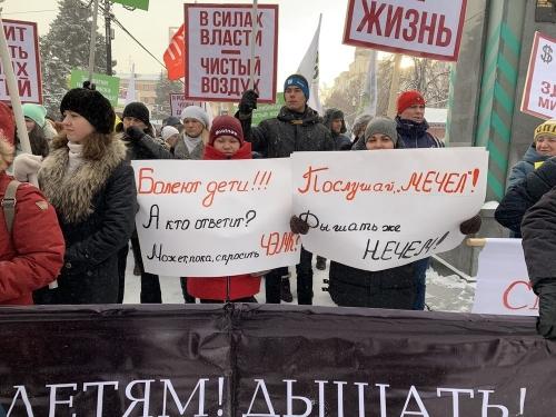 Матери прошли маршем. В Челябинске требуют чистого воздуха