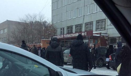 Угрозы не представлял. В Челябинске посетителей поликлиники пришлось попросить на улицу