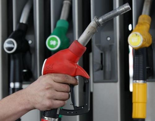Замерли в ожидании? Стоимость топлива на челябинских АЗС не изменилась