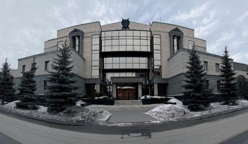 Снег и мусор. В Челябинске снежные свалки грозят перерасти в мусорные