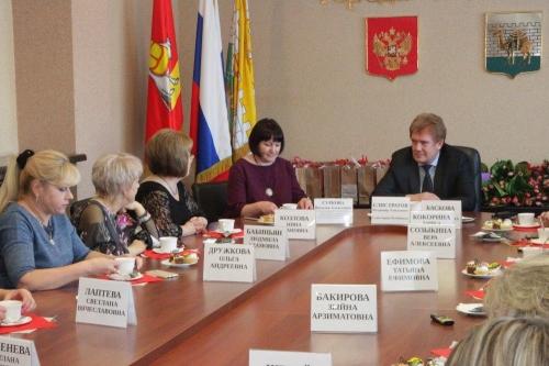 Женсовет. Жительниц Челябинска поздравил глава города