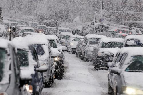 «А снег идёт». Сегодня Челябинск вновь оказался во власти стихии