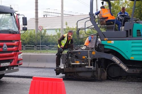 Скатертью дорога! В Челябинске продолжается ямочный ремонт проезжей части