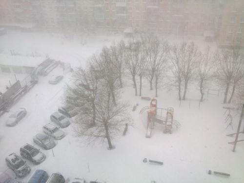 86 января. Челябинцам вновь пришлось откапывать машины и надевать зимние ботинки