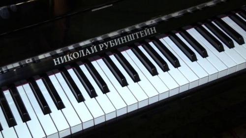 Подарки от президента. Челябинские музыканты получили пианино