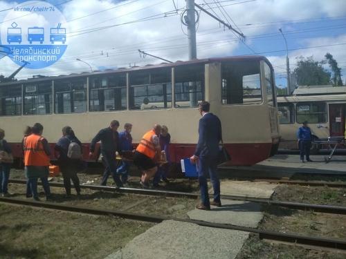 Неосторожное движение. В Челябинске старушка угодила под вагон