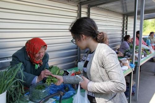 Торг уместен. В Челябинске организовали места для торговли излишками с садовых участков