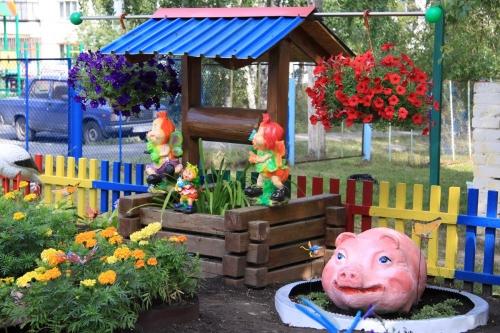 Баба-Яга под окнами и свинья в цветах. Авторы лучших челябинских клумб получат общественное признание