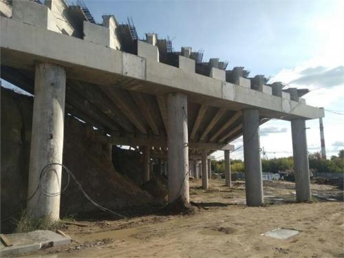 Строится мост. На Троицком тракте продолжается строительство транспортной развязки