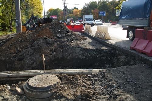 Пробки – наше всё? В Челябинске и без того низкий транспортный трафик тормозят дорожники