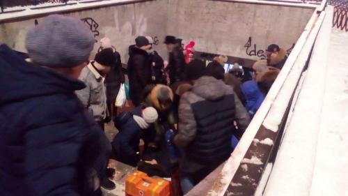Долгое лечение обеспечено. Житель Челябинска неудачно упал в безопасной пешеходной зоне