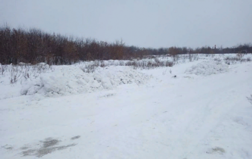 Есть же площадка. Жители Челябинска жалуются на несанкционированные свалки снега